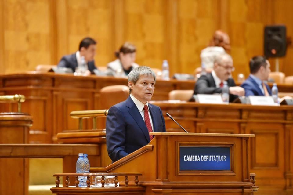 Premierul Dacian Cioloș în Parlamentul României / Sursa foto: Arhiva personală FB DC