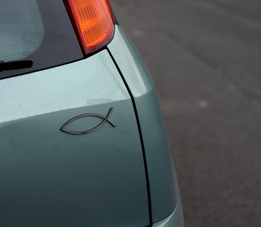 Ce înseamnă acest simbol de pe mașini?