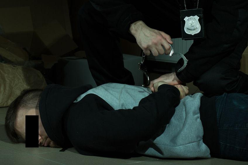 Elevul din Vâlcea care şi-a înjunghiat un coleg a fost arestat preventiv