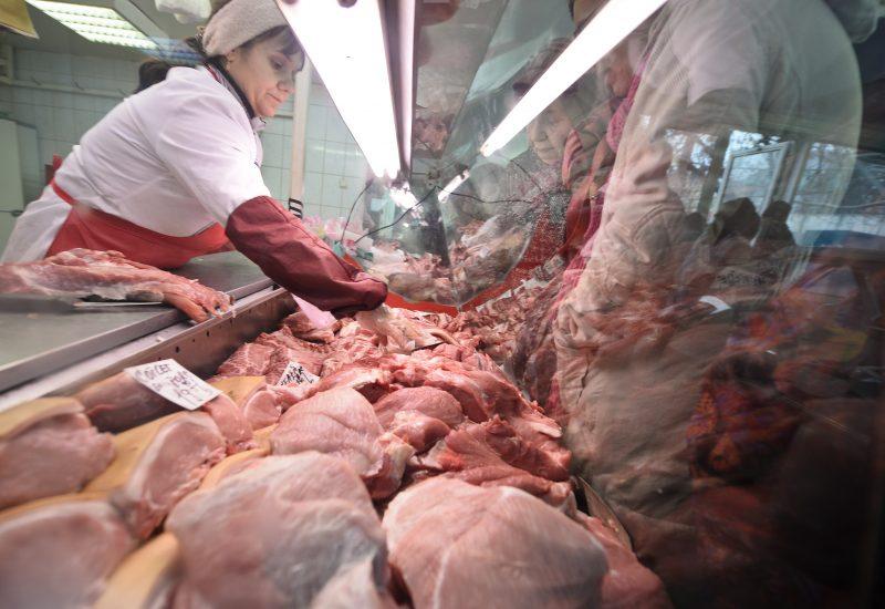Carnea de porc s-ar putea scumpi cu 15-30% din cauza exporturilor masive în China