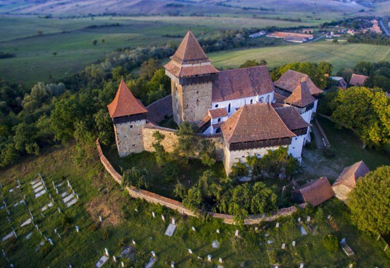 Biserica fortificata de la Viscri Foto-www.cameleo.ro