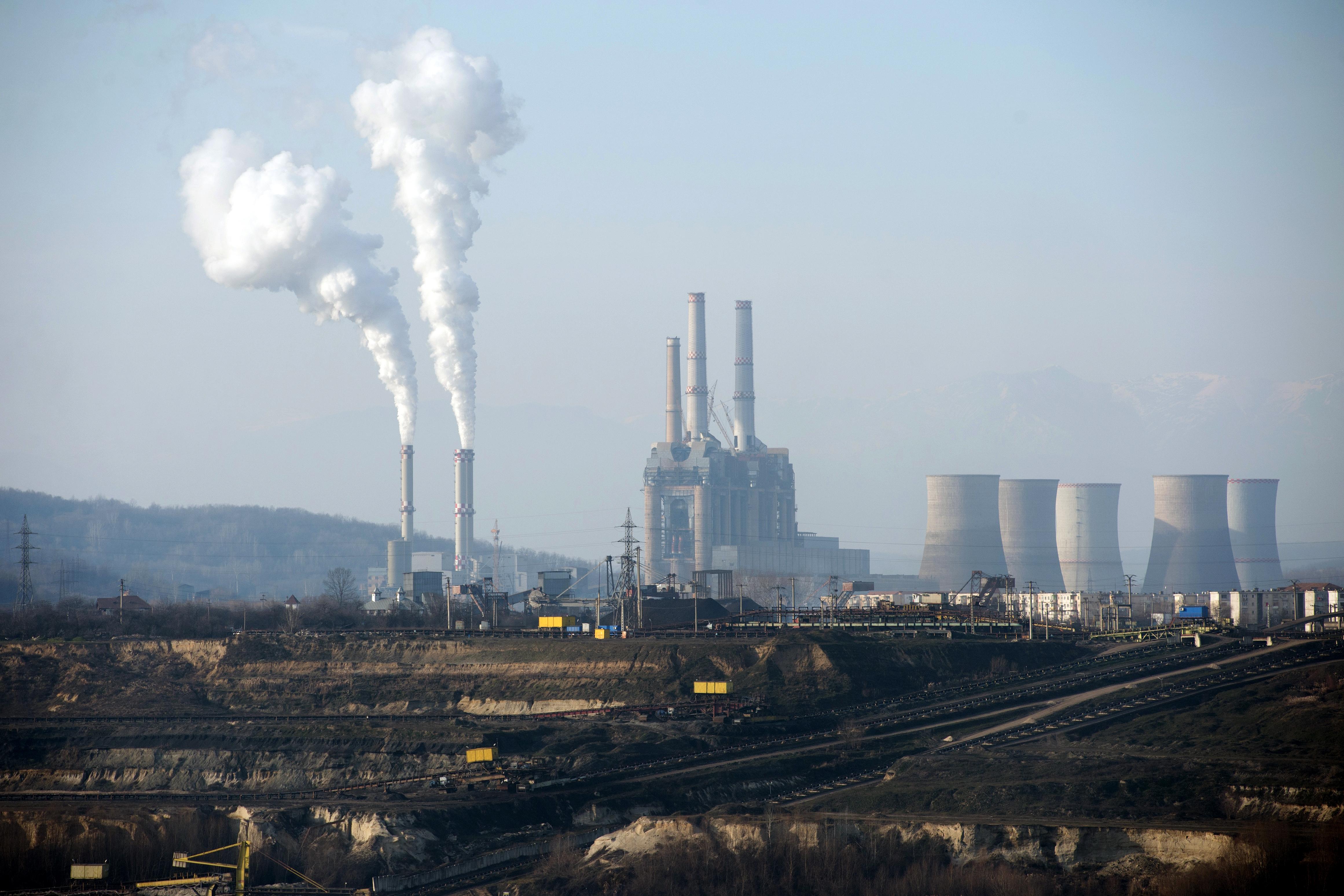 Mai multe termocentrale au fost trecute de pe gaze pe păcură, și a fost suplimentată producția pe cărbune