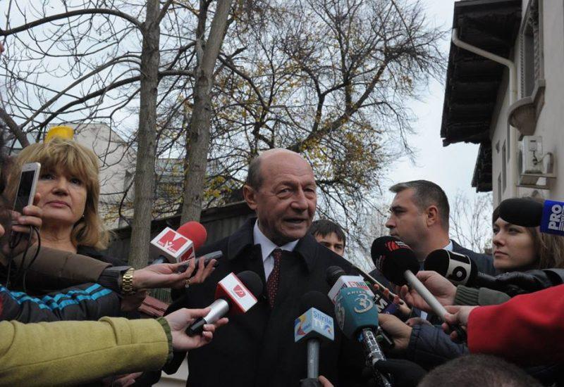 Băsescu îi recomandă lui Dragnea să se trezească din