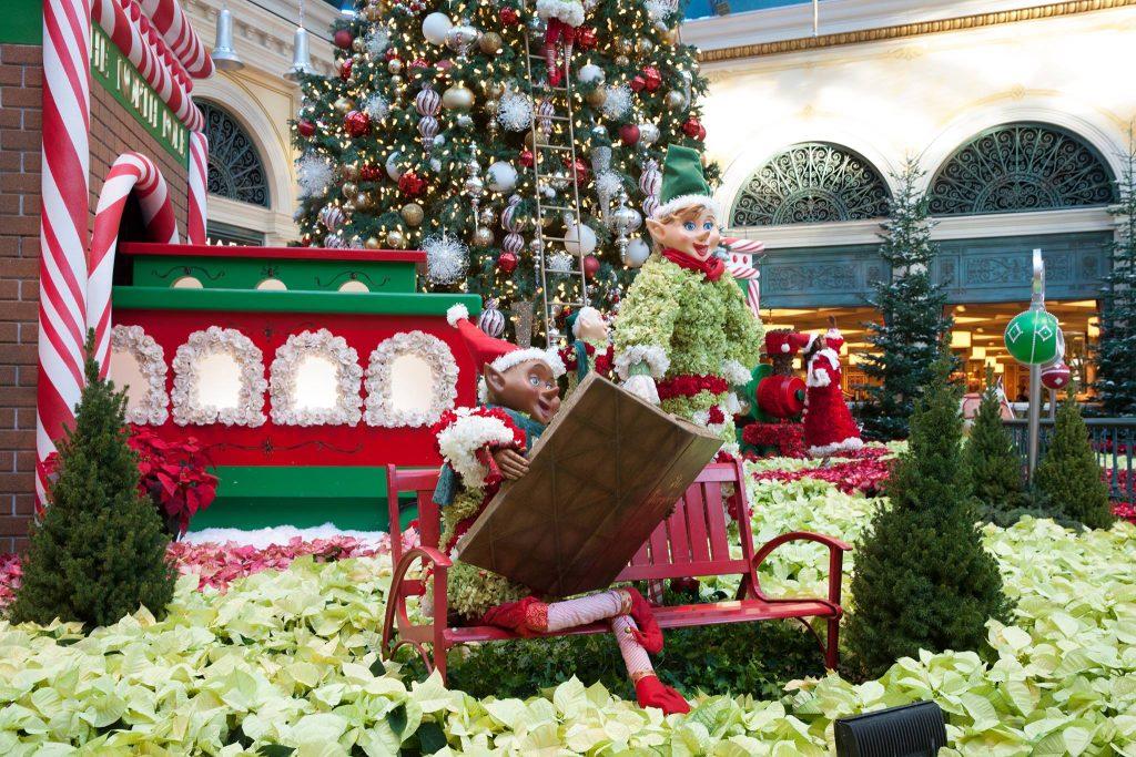 Cele mai luxoase hoteluri din lume decorate de Crăciun
