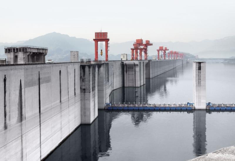 China Three Gorges Corp operează Barajul Celor Trei Defilee, unde se află cea mai mare hidrocentrală din lume