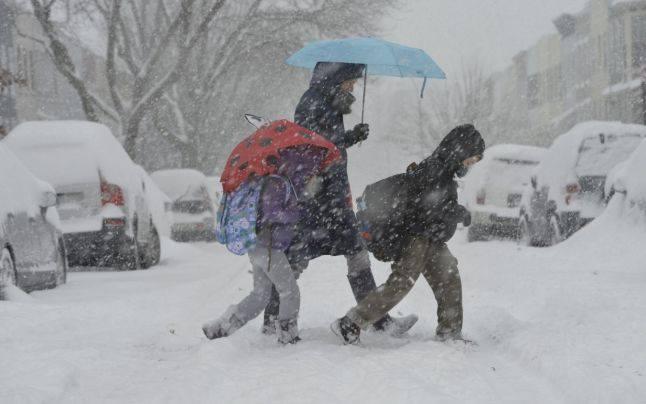 Zeci de şcoli din România rămân închise din cauza gerului