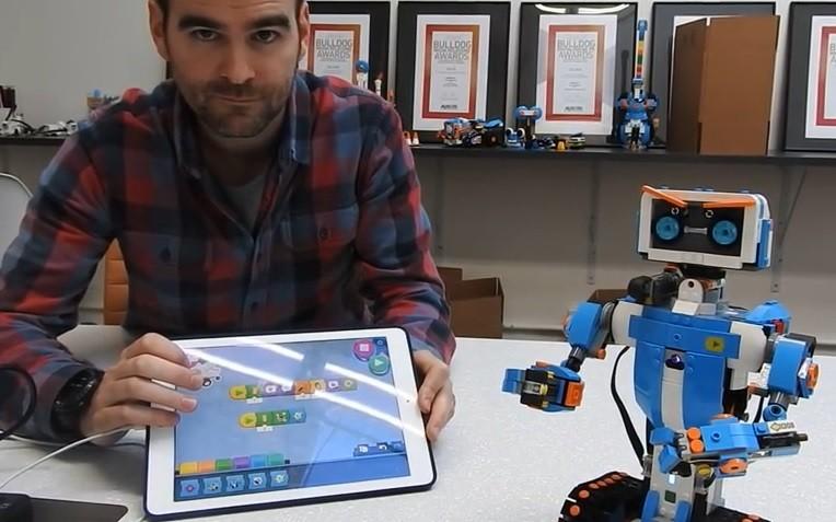 LEGO Boost îi va învăța pe copii să programeze