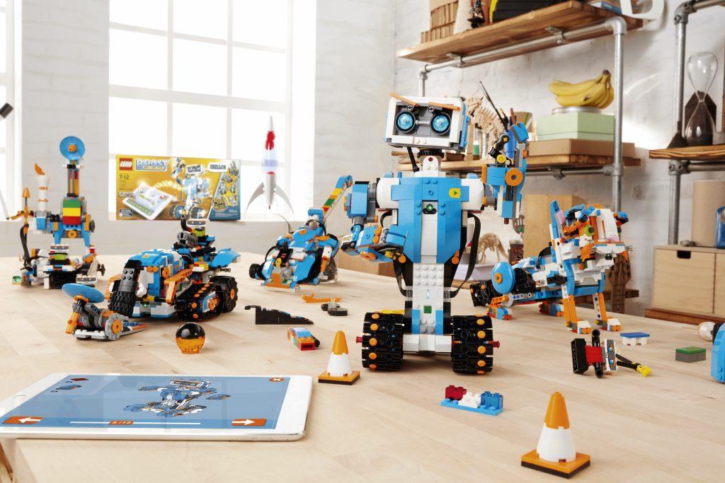 LEGO Boost învață copiii să programeze construind roboți