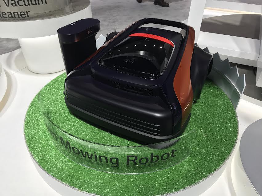 LG a prezentat la CES 2017 un robot care tunde gazonul