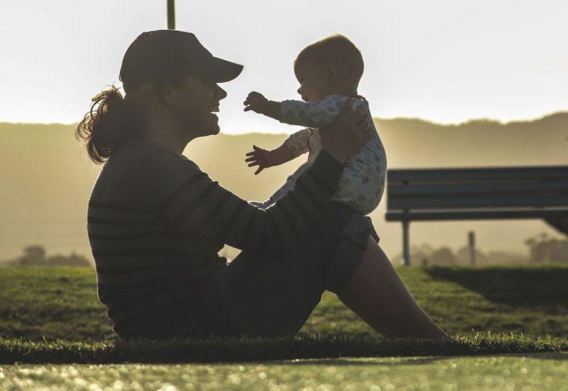 Educaţia nu e motivul principal pentru care femeile amână maternitatea