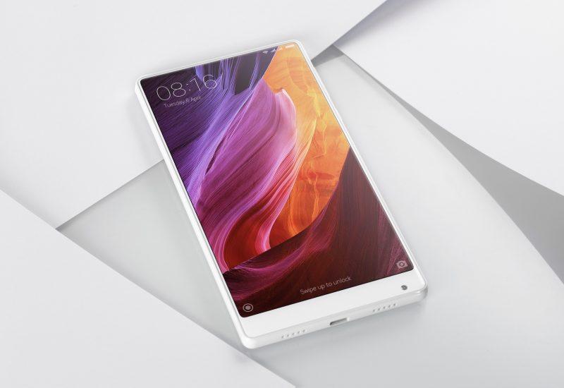 Xiaomi Mi Mix este un smartphone cu ecran de 6,4 inci fără ramă și cu spate de ceramică