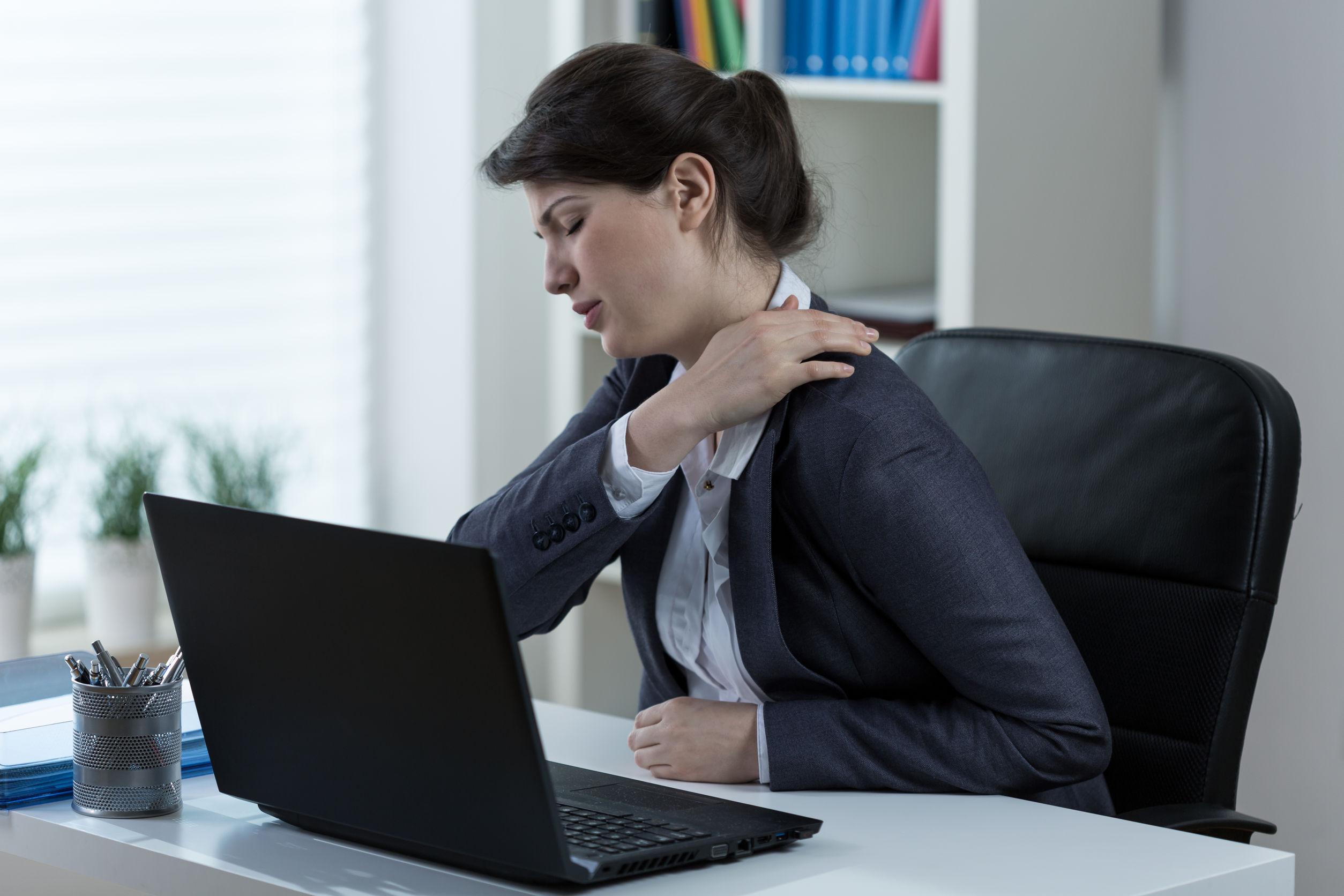 Cum să scapi de durerea de spate, dacă lucrezi toată ziua la birou