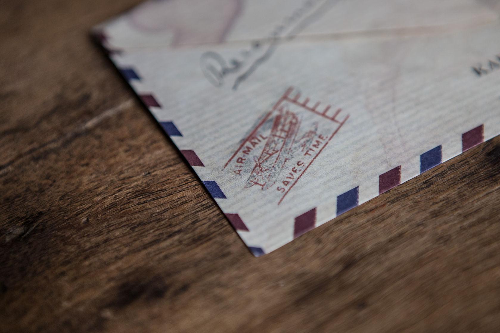 O carte poștală a ajuns la destinație după 53 de ani. Mesajul care nu a mai ajuns la destinatar